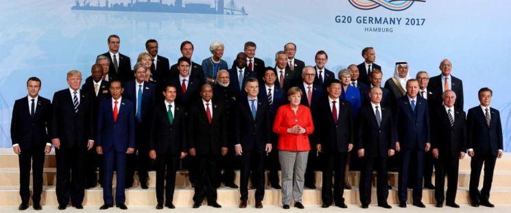 RT-G20-family-photo-ml-170707_12x5_1600